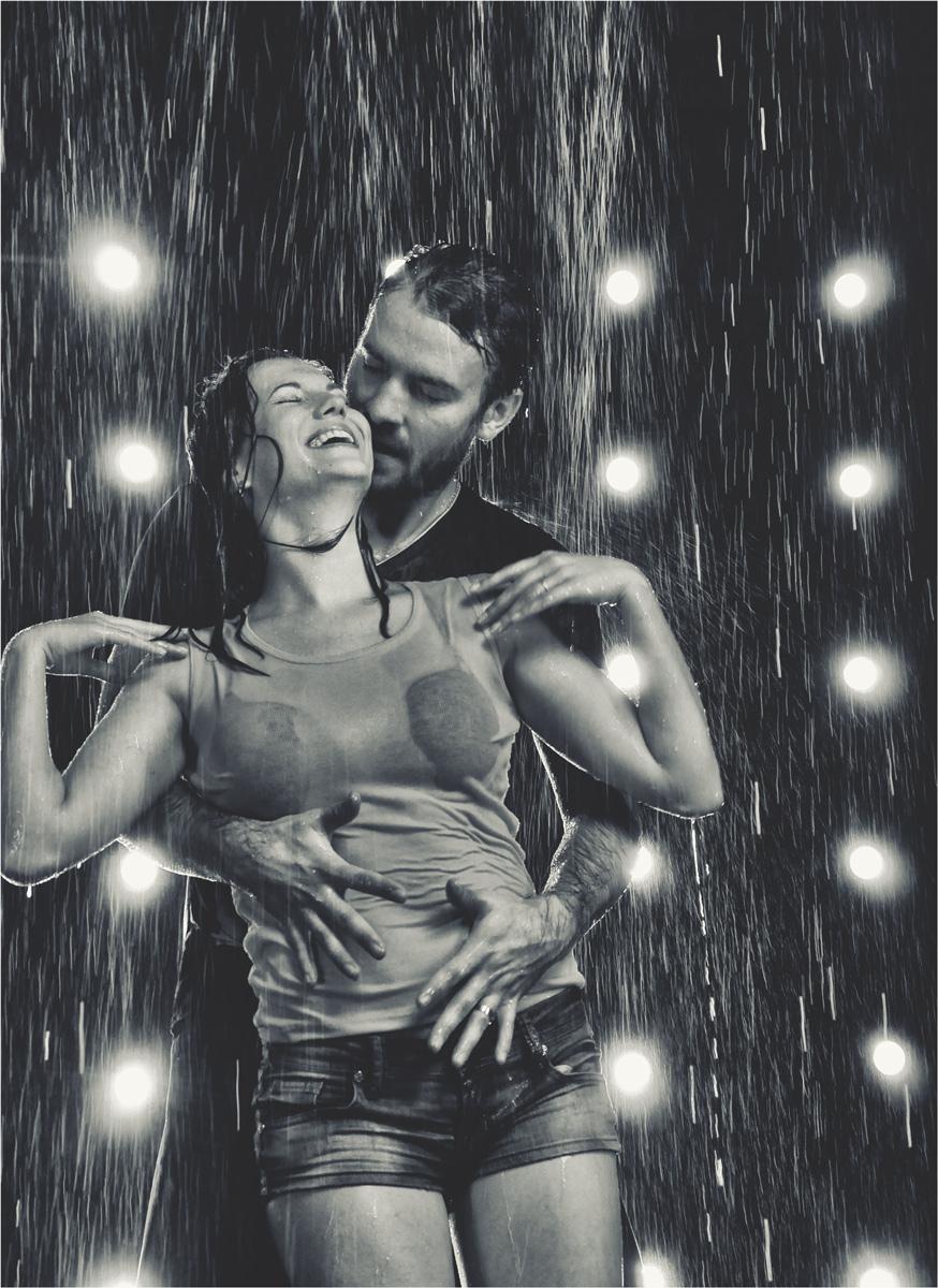 фото верхом на мужчине и под дождем честно