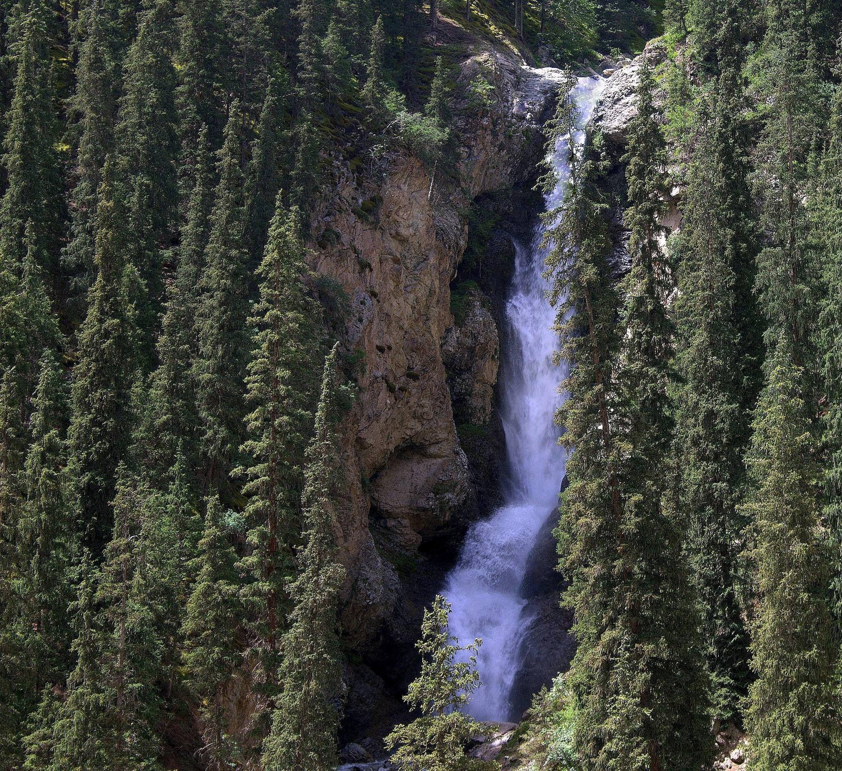 Фото водопад белогорка киргизия